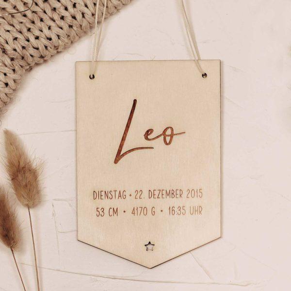 Frau Kopfkino; Geburt; Kinderzimmer; Kinderzimmerdekoration; Namensschild; Geschenk; Geschenkidee; Geschenke zur Geburt; Holzdekoration; Lasercut; Wimpel