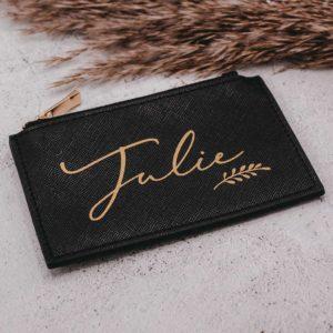 Frau Kopfkino; Name; Beschriftung; personalisiert; Personalisierung; Geschenk; Tasche; beste Freundin; Geschenkidee; persoanlisiertes Geschenk; personalisierte Geschenke; individuelles Geschenk; Kunstleder; Tasche; Täschchen; Wichtelgeschenk; Weihnachtsgeschenk; Geburtstagsgeschenk; Muttertag; Freundin; Freude schenken; individuell; individualisiert; Tasche; Täschchen; Organisation; Aufbewahrung; Portemonnaie; Geldbörse; Hosentasche; Geld; Kreditkarte; Kartenaufbewahrung; Kreditkartenaufbewahrung; mini; klein